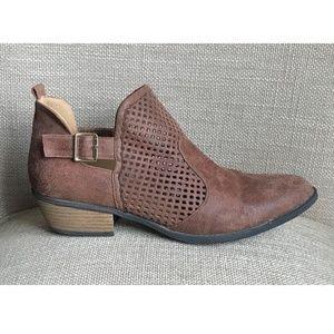 QUPID Booties Size 9